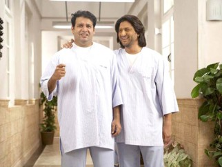 Movie Still From The Film Krazzy 4,Suresh Menon,Arshad Warsi