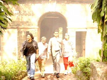 Movie Still From The Film Krazzy 4,Arshad Warsi,Rajpal Yadav,Irrfan Khan,Suresh Menon
