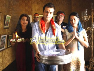 Movie Still From The Film Luck By Chance,Juhi Chawla,Sanjay Kapoor,Rishi Kapoor,Isha Sharwani