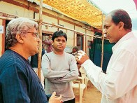 On The Sets Of The Film Swades Featuring A R Rahman,Javed Akhtar,Ashutosh Gowariker