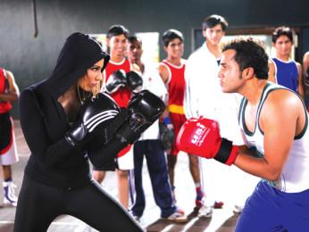 Movie Still From The Film Jodi Breakers,Bipasha Basu,Omi Vaidya