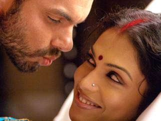 Movie Still From The Film Salaam-E-Ishq,Sohail Khan,Eesha Koppikar