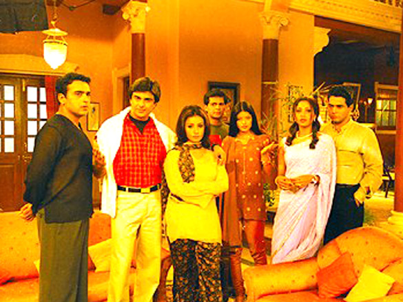 Movie Still From The Film Baghban Featuring Aman Verma,Sameer Soni,Sahila Chadda,Divya Dutta,Nasir Kazi,Suman Ranganathan
