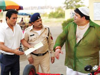 Movie Still From The Film Gali Gali Chor Hai,Akshaye Khanna,Annu Kapoor
