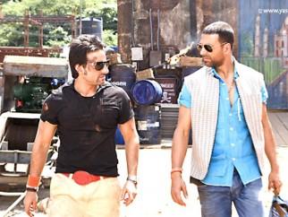 Movie Still From The Film Tashan,Saif Ali Khan,Akshay Kumar