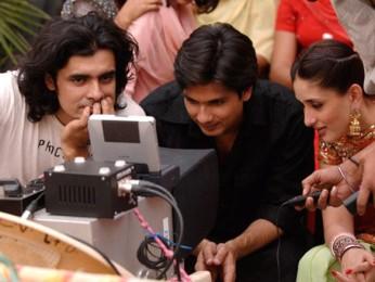 On The Sets Still From The Film Jab We Met Featuring Imtiaz Ali,Shahid Kapoor,Kareena Kapoor
