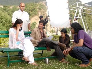 On The Sets Still From The Film Jab We Met Featuring Kareena Kapoor,Shahid Kapoor,Imtiaz Ali