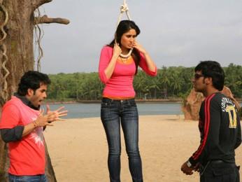 Movie Still From The Film Golmaal Returns,Tusshar Kapoor,Kareena Kapoor,Ajay Devgn