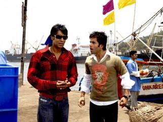 Movie Still From The Film Golmaal Returns,Ajay Devgn,Tusshar Kapoor