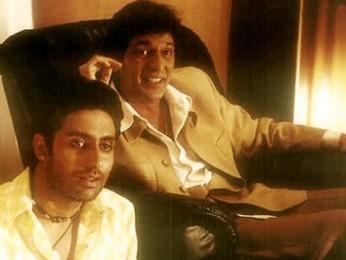 Movie Still From The Film Mumbai Se Aaya Mera Dost Featuring Abhishek Bachchan,Chunky Pandey