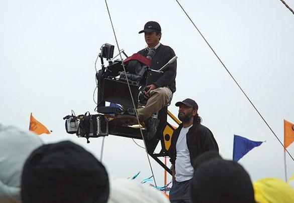 On The Sets Still From The Film Rang De Basanti Featuring Binod Pradhan,Rakeysh Omprakash Mehra