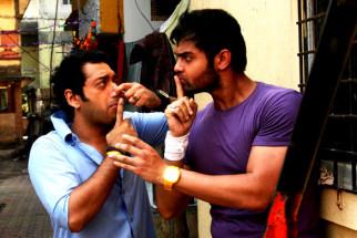 Movie Still From The Film Tukkaa Fitt,Hiten Paintal,Mahaakshay Chakraborty