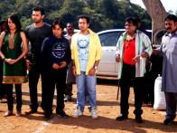 Movie Still From The Film Tukkaa Fitt,Vaishali Desai,Mahaakshay Chakraborty,Rajpal Yadav,Hiten Paintal,Sunil Pal