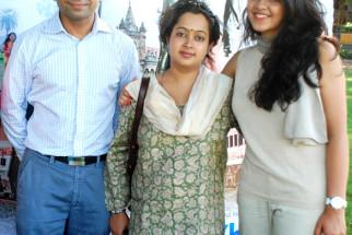 Photo Of  Hemendra Aran,Gitanjali Sinha,Anya Anand From Starcast of 'Yeh Khula Aasmaan' flew kites