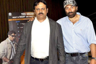 Photo Of Neeraj Pathak,Sunny Deol From Sunny Deol and Irrfan Khan at Right Yaaa Wrong success bash