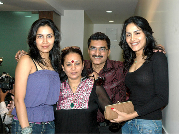 Photo Of Tapur Chatterjee,Dorris,Bharat,Tupur Chatterjee From 1st Bharat and Dorris makeup and hair style Awards 2009