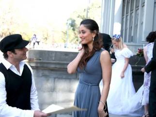 Movie Still From The Film Main Aurr Mrs Khanna Featuring Sohail Khan,Kareena Kapoor