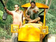Movie Still From The Film Khatta Meetha,Akshay Kumar,Johny Lever