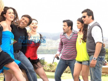Movie Still From The Film Life Partner Featuring Fardeen Khan,Genelia D'souza,Tusshar Kapoor,Govinda