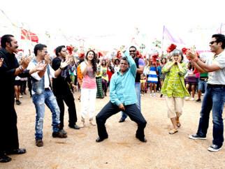 Movie Still From The Film Golmaal 3,Mukesh Tiwari,Kunal Khemu,Shreyas Talpade,Kareena Kapoor,Mithun Chakraborty,Ajay Devgn,Ratna Pathak,Tusshar Kapoor