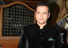Rohit Roy to direct 'Shaukeen' remake
