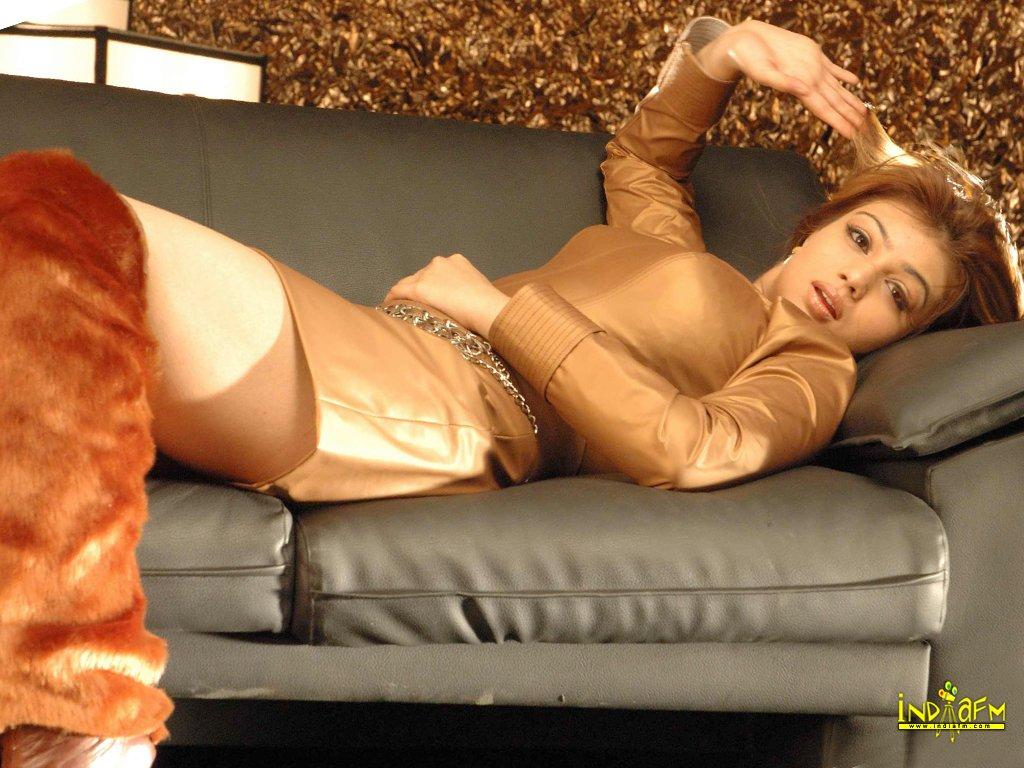 Sexy hot ayesha takia