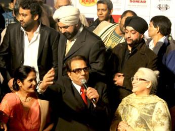 Photo Of Dharmendra,Nafisa Ali From The Dharmendra, Sunny and Bobby celebrate lohri