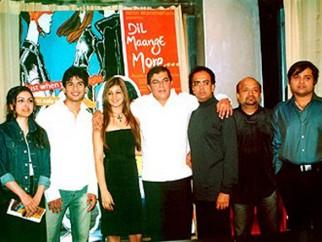 Photo Of Soha Ali Khan,Ayesha Takia Azmi,Shahid Kapoor,Anant Mahadevan,Sameer,Himesh Reshammiya From The Party Of 'Dil Maange More...'