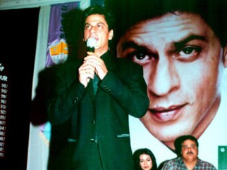 Photo Of Shahrukh Khan,Amrita Rao,Satish Shah From The Audio Release Of Main Hoon Na