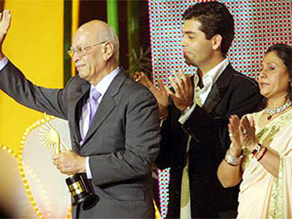 Photo Of Yash Johar,Karan Johar,Jaya Bachchan From The IIFA Awards 2004