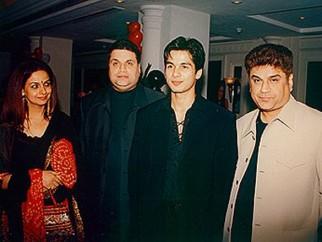 Photo Of Neelima Azmi,Ramesh Taurani,Shahid Kapoor,Kumar Taurani From The Ishq Vishk Celebration Party