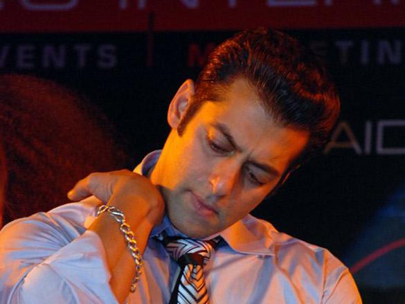Photo Of Salman Khan From The Designer Sanjana Jhori Fashion Show With Miss Universe,Salman And Katrina