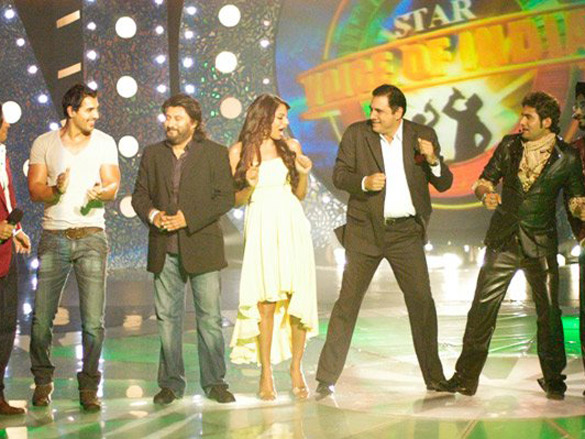 Photo Of Shaan,John Abraham,Bipasha Basu,Boman Irani,Harshit From The John-Bipasha On Star Voice Of India