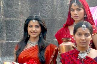 Movie Still From The Film Rivaaz,Ritisha Vijayvargya,Meghna Naidu,Sadhika Randhawa
