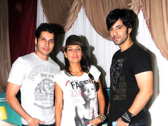 Photo Of Bhaumik Sampat,Shaurya Chauhan,Karanvir Sharma From The 'Sadda Adda' starcast at Rithumbara to promote their film on Chrismas eve
