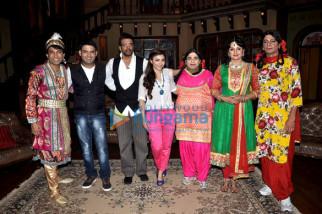 Chandan Prabhakar, Kapil Sharma, Jaaved Jaaferi, Soha Ali Khan, Kiku Sharda, Upasana Singh, Sunil Grover