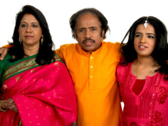 Photo Of Kavita Krishnamurthy,Dr L Subramaniam,Bindu Subramaniam From The Kavita Krishnamurthy with her family for a music video directed by Luke Kenny