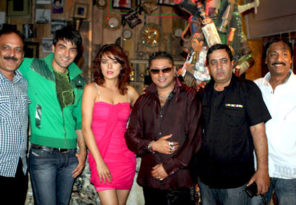 Photo Of Vinod Mukhi,Rajiv Singh,Udita Goswami,Taz,Rakesh Sabhrwal From The Completion party of film 'Diary of a Butterfly'