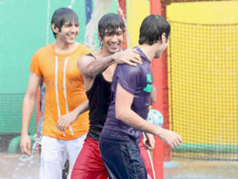 Movie Still From The Film Pyaar Ka Punchnama,Kartikeya Tiwari,Rayo Bhakhirta,Divyendu Sharma