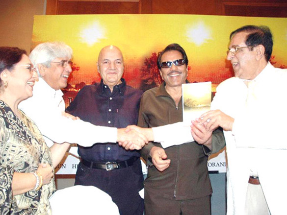 Photo Of Tabassum,Aziz Mirza,Prem Chopra,Dharmendra,Ashok Hingorani From The Dharmendra launches Ashok Hingorani's book