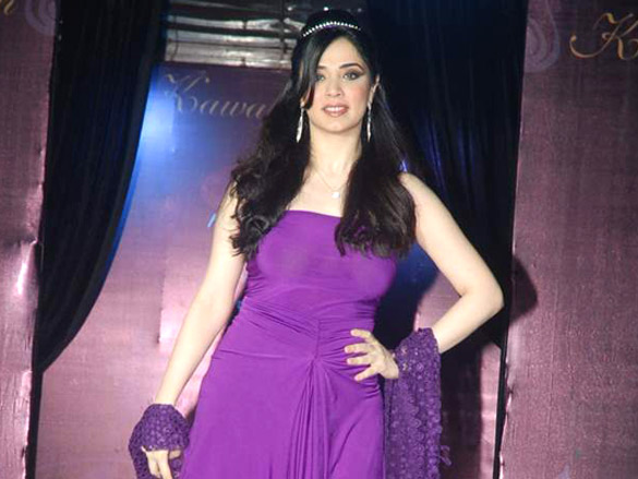 Photo Of Nargis From Divya Kumar and Juhi Babbar walk the ramp for Kawaljeet Singh