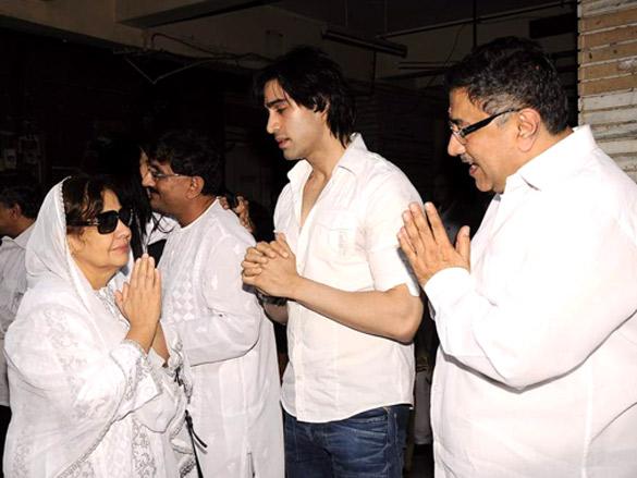 Farida Jalal,Dharmesh Darshan,Sunil Darshan