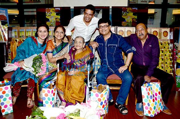 Juhi Babbar, Sarita Joshi, Anup Soni, Susheela Pathak, Sachin Pilgaonkar, Tinu Anand