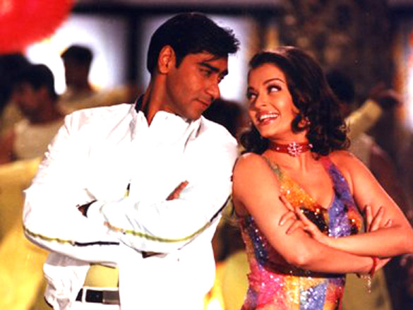 Movie Still From The Film Hum Kisi Se Kum Nahin,Aishwarya Rai,Ajay Devgn