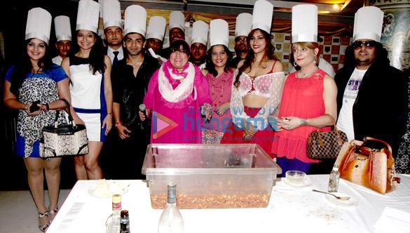Mansi, Akriti Nagpal, Dolly Bindra, Ekta, Tanisha Singh, Bobby Darling, Shabab Sabri