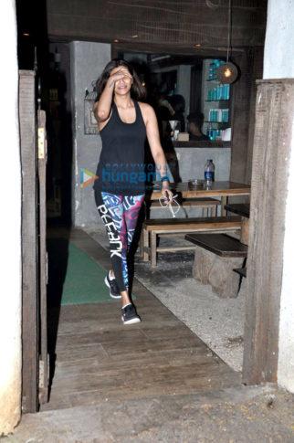 Daisy Shah snapped post salon visit in Bandra