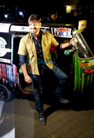 Vivek Oberoi rides auto rickshaw for charity