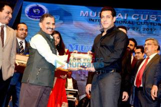 Shah Rukh Khan, Salman Khan, Karisma Kapoor, Kangna Ranaut and others celebrate 'International Customs Day'