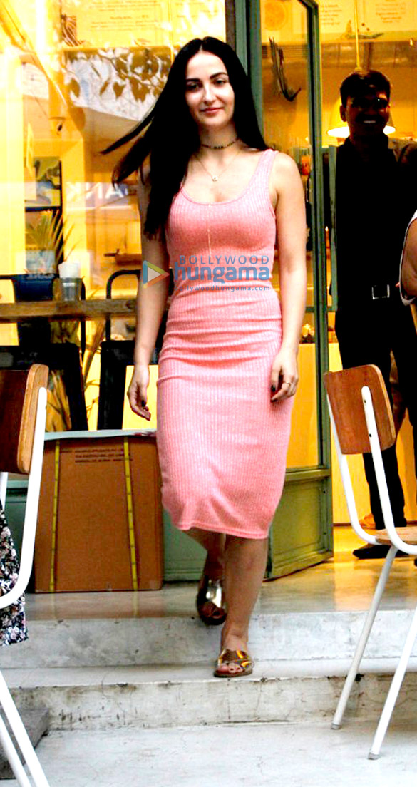 Elli Avram snapped at the Kitchen Garden, Bandra-6