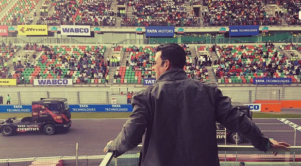 WATCH: Akshay Kumar flags off truck race in capital